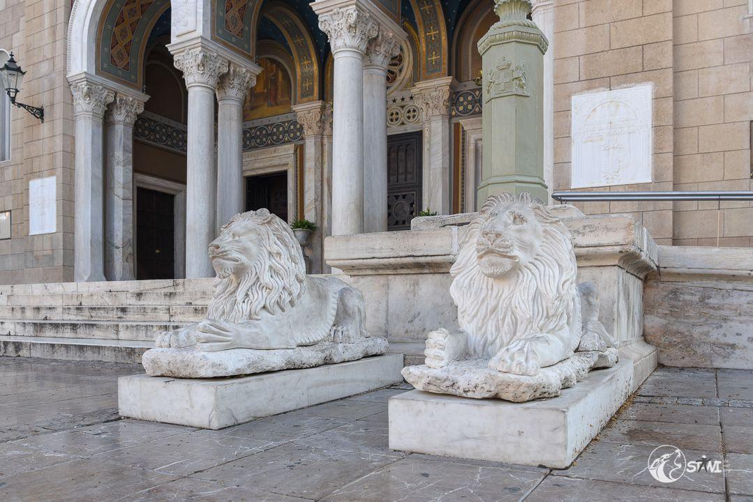 Vor der Metropolitan Church of Athens