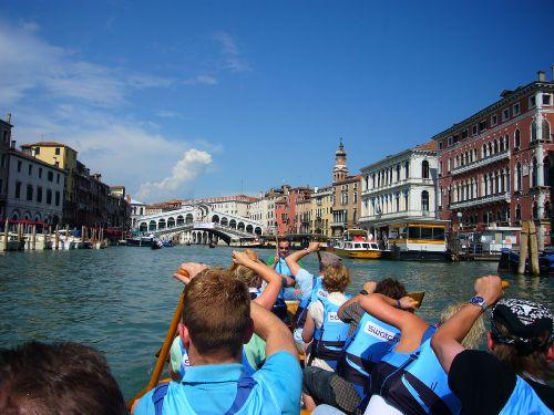 Mit dem Drachenboot auf dem Canale Grande
