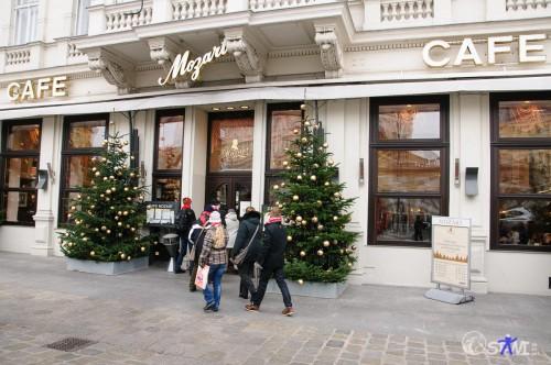 Sturm auf das Café Mozart.