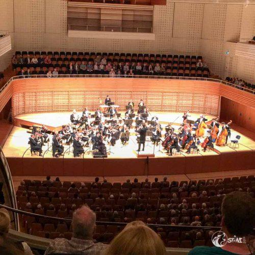 Im Konzertsaal. Nur mit dem Smartphone, da Kamera verboten.